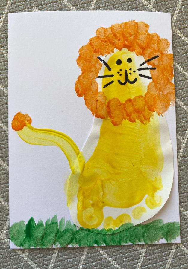 lion foot print card